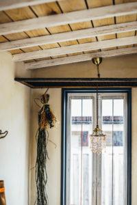 トレーラーハウスの天井とランプ