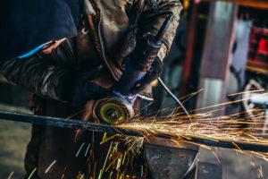 イーグルバレーの工場での鉄加工製作の様子